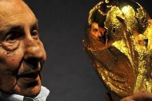 Альсидес Гиджа признан лучшим футболистом в истории чемпионатов мира
