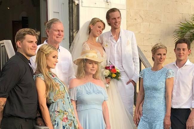 Наудивление скромно. Как прошла свадьба меньшего брата Пэрис Хилтон?