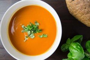 Томатный суп с базиликом: рецепт Юлии Высоцкой