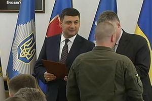 Гройсман наградил полицейских за охрану финала Лиги чемпионов в Киеве