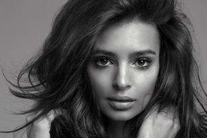 Эмили Ратаковски 27: ТОП-10 самых откровенных фото модели