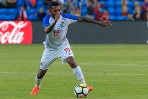 Полузащитник сборной Панамы сломал ногу и пропустит чемпионат мира