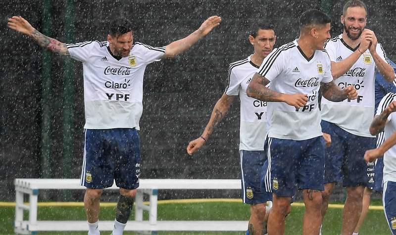 Сборная Аргентины пофутболу прилетела в Российскую Федерацию