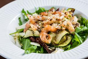 Теплый салат из креветок и кабачков от Джейми Оливера