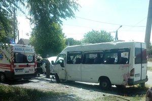 В Запорожье перевернулась маршрутка: семь человек пострадали