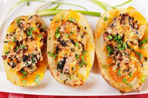 Рецепт фаршированного картофеля с помидорами, курицей и сыром