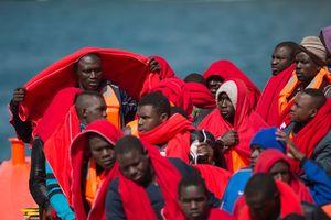 Италия грозит закрыть порты для спасательных судов с беженцами
