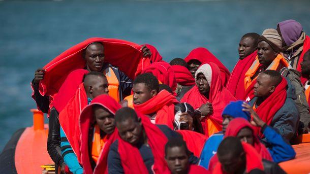 Испания примет судно снелегалами, которое непустили Италия иМальта