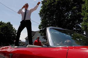 Виталий Кличко въехал в Международный зал славы бокса, стоя на кабриолете