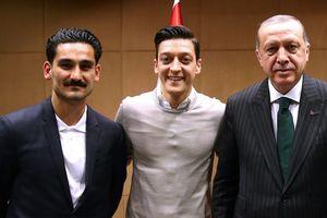 Игрока сборной Германии освистали из-за президента Турции