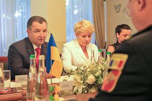 Учения с НАТО и обмен опытом в гибридной войне: о чем говорил Полторак с министром обороны Молдовы