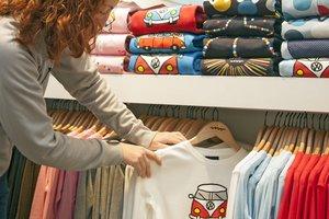 Два в одном: как французские дизайнеры совместили футболку с рубашкой