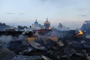 На Прикарпатье сгорел крупнейший в Украине деревянный храм: огонь тушили восемь часов
