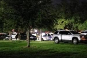 Неизвестный в США серьезно ранил полицейского и взял в заложники четырех детей