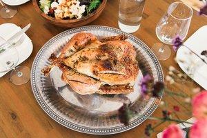 Как приготовить запеченную курицу с лимоном и розмарином
