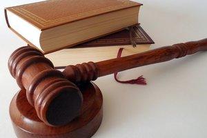 Судью из Днепра заподозрили в мошенничестве и незаконных решениях
