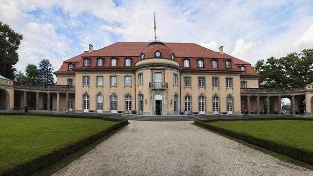 Вилла Борзиг под Берлином. Здесь министры иностранных дел «нормандской четверки» встретятся впервые с февраля 2017 года
