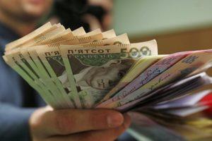 Украину заполонили фальшивые деньги: самые популярные - 100 и 500 гривен