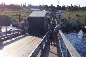 Перегруженные фуры потопили мост через Ингул