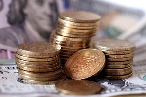 Доллар в Украине стал дешевле, а евро немного подорожал