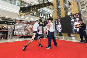 Чемпион мира Далакян показал киевлянам, как готовится к поединку 17 июня