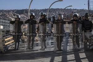 Студенты и преподаватели в Боливии вышли на акции протеста и напали на полицию
