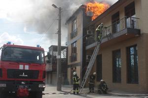 В Запорожье горел популярный ресторан: опубликованы фото
