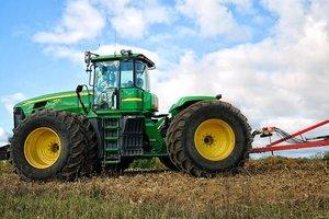 Гонки на тракторе: в Черкасской области прошли необычные соревнования