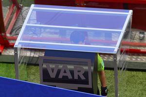 Впервые в истории на чемпионате мира арбитр назначил пенальти после видеоповтора