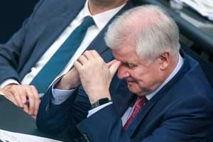 """Глава МВД Германии пожаловался, что """"больше не может"""" работать с Меркель"""