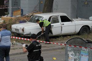 После взрыва на Чернобыльской в Киеве массово проверяют бесхозные авто