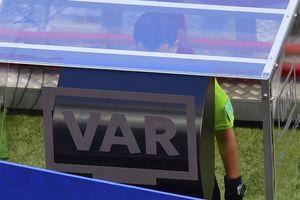 """Экс-арбитр ФИФА: """"Система VAR судьям надоест и начнут забывать, как о спрее"""""""