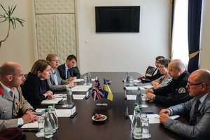 Турчинов послу Британии: Возможны провокации России в Азовском море