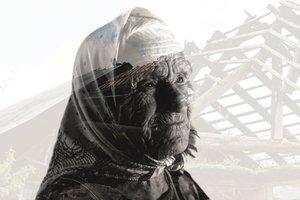 """Представители Фонда Рината Ахметова навестили 92-летнюю героиню книги """"Донбасс и Мирные"""" в Ольгинке"""