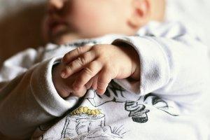 В Полтаве у пары бездомных забрали двухмесячного младенца