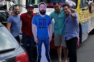 Мексиканские фанаты привезли на ЧМ-2018 копию своего друга, которого в Россию не пустила жена