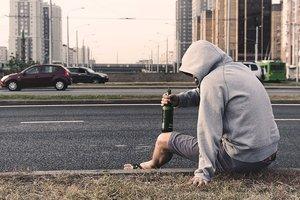 """Пьяный форсаж: в Одессе парень на чужой """"девятке"""" протаранил авто копов (видео)"""