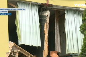 На Прикарпатье второй раз за год упала стена Коломыйского колледжа