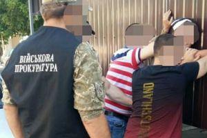 Переделывал стартовые пистолеты в боевые: в Одесской области задержали торговца оружием