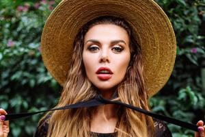 Анна Седокова показала соблазнительное фото в леопардовом купальнике