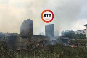 Крупный пожар под Киевом: здание сгорело дотла