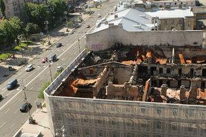 Годовщина пожара на Крещатике: здание гастронома все еще без крыши, а собственник пропал