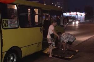 В киевской маршрутке на ходу отвалилась дверь