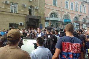 В Харькове заместителя Кернеса бросили в мусорный бак