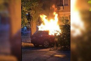 Ночью в Одессе сожгли четыре автомобиля: фото