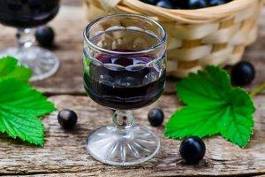 Лучшие рецепты: как приготовить ликер из черной смородины