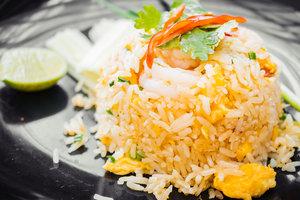 Идея для обеда: жареный рис с креветками