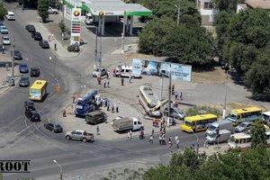 В Одессе трамвай сошел с рельсов и снес столб