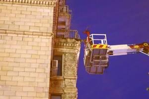 Балкон на Бессарабке в Киеве чуть не убил прохожих