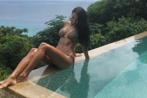 Жена Ярмоленко порадовала сексуальными фото с отдыха
